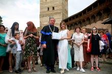 Факультет філології та журналістики в Луцькому замку благословив у світ майже сотню бакалаврів